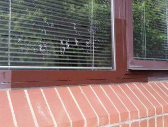 Test_Clean_to_a_Faded_Powder_Coated_Window_Frame_(www.purple-rhino.co.uk)