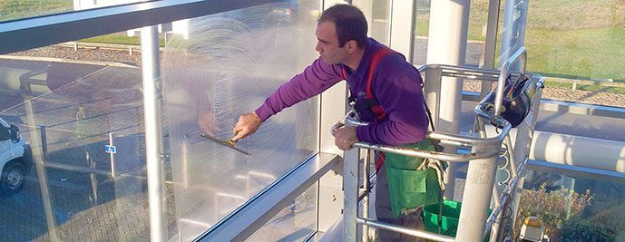 glass cladding cleaning